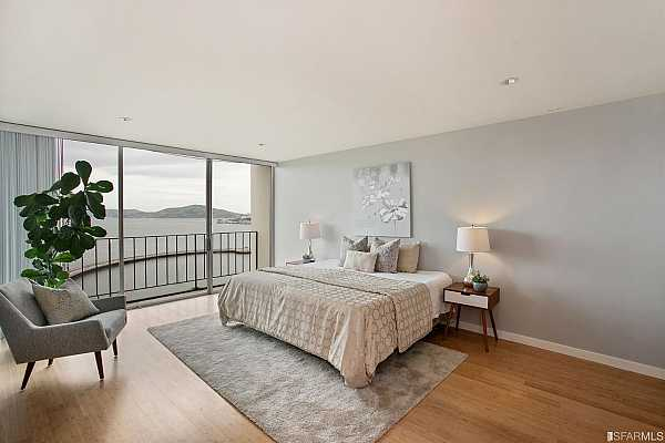 Photo #12 Spacious Master Bedroom Suite with amazing VIEWS