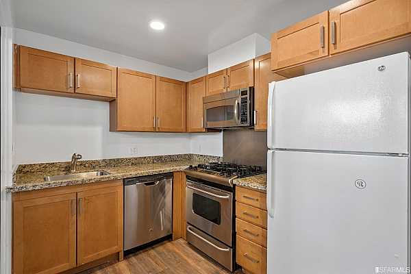 Photo #5 Great and Sunny Kitchen