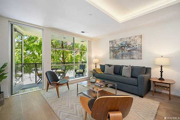 Photo #1 Esprit Park is a luxury complex offering a fitness center, screening room, reflecting pool, bike room and onsite management. This fantastic Dogpatch location, just across from Esprit Park, is a walker