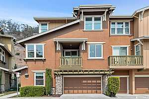 Browse active condo listings in CANDLESTICK POINT