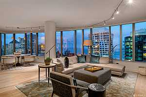 Browse active condo listings in LUMINA